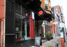 restaurants near cosmopolitan apartments